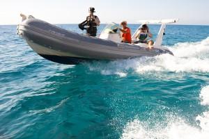 Loift.Films Kamerateam bei Aufnahmen auf einem Speed Boot